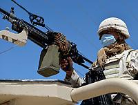 Militares vigilan por Covid