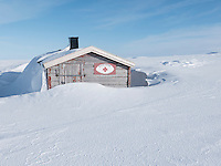 Hytta Ragnarokk ved Skipskjølen på Varangerhalvøya. ---- Cabin on Varangerhalvøya.