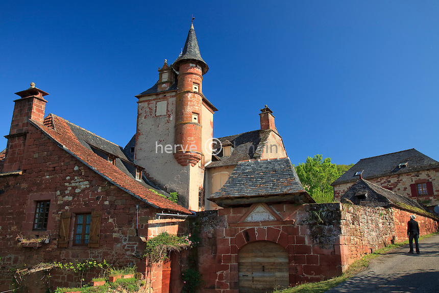 France, Corrèze (19), Collonges-la-Rouge, labellisé Les Plus Beaux Villages de France, village bâti en grès rouge, castel de Maussac du début XVI siècle avec son portail à auvent, sa tour carrée et sa fine tourelle // France, Correze, Collonges la Rouge, labelled Les Plus Beaux Villages de France (The Most Beautiful Villages of France), village built in red sandstone, Chateau de Maussac dated beginning of 16th century with his great door awning, his squarre tower and its fine turret