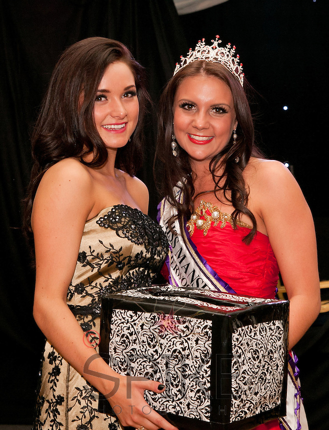Winner of Miss Mansfield 2012-13 Alice Kurylo with last year's winner Alicia Caley (left)