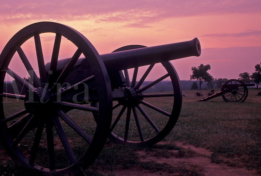 AJ4206, cannons, Manassas, Manassas National Battlefield Park, Virginia, Cannons displayed in Manassas Nat'l Battlefield Park at Bull Run at sunset in the state of Virginia.