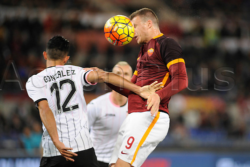 21.02.2016. Stadium Olimpico, Rome, Italy.  Serie A football league. AS Roma versus Palermo. DZEKO EDIN wins the header from Giancarlo González