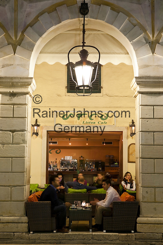 Greece, Corfu, Corfu-Town (Kerkyra): Evening cafe scene along The Liston