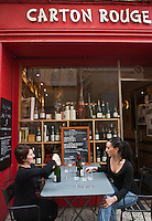 Europe/France/Provence-Alpes-Côte d'Azur/13/Bouches-du-Rhone/Aix-en-Provence: Christine Charvet  et sa fille  - Bar à vin, Caviste: Carton Rouge [Non destiné à un usage publicitaire - Not intended for an advertising use]