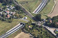 Deutschland, Schleswig- Holstein, Luebeck, A20, BAB, Autobahn, Eisenbahn