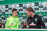 13.04.2018, Weserstadion, Bremen, GER, 1.FBL, Pressekonferenz Werder Bremen, <br /> <br /> im Bild<br /> Marco Friedl (Werder Bremen #32), Florian Kohfeldt (Trainer SV Werder Bremen), <br /> <br /> Foto &copy; nordphoto / Ewert