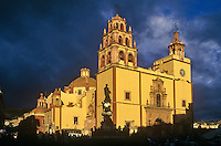 Basilica De Nuestra Senora De Guanajuato on Plaza De La Paz in City of Guanajuato, Mexico, AGPix_0111.