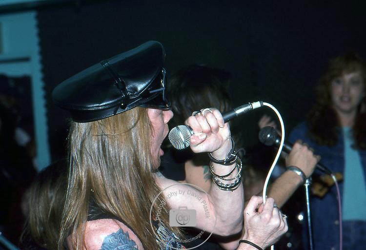 Guns-N-Roses-375.jpg