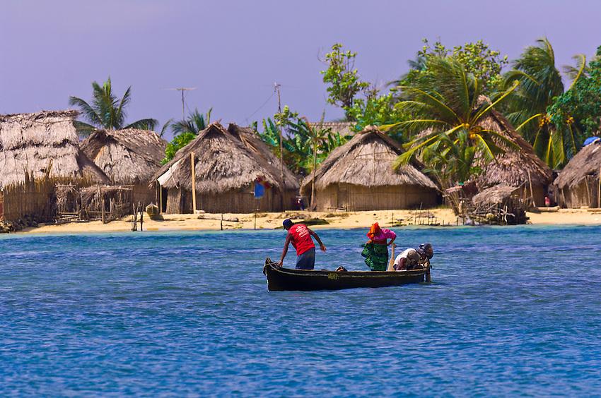 Kuna Indians in dugout canoe, Wichub Wala Island, San Blas Islands (Kuna Yala), Caribbean Sea, Panama