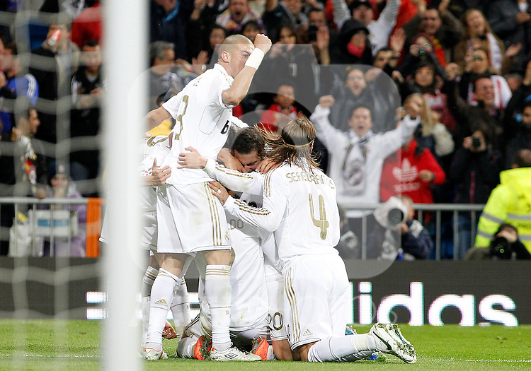 Real Madrid's players celebrate goal during La Liga match.April 14,2012. (ALTERPHOTOS/Acero)