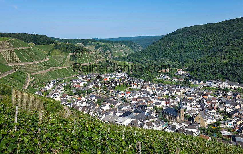 Germany, Rhineland-Palatinate, Ahr-Valley, Dernau: wine village famous for its red wines   Deutschland, Rheinland-Pfalz, Ahrtal, Dernau: Sitz der Winzergenossenschaft Ahrwinzer mit Pfarrkirche St. Johannes Apostel