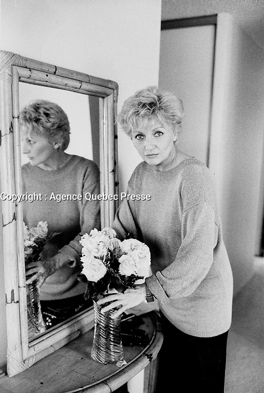 Sept 24 1987 File Photo - Montreal (Qc) CANADA - France Castel exclusive photo session in her appartment
