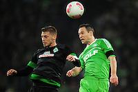 FUSSBALL   1. BUNDESLIGA    SAISON 2012/2013    13. Spieltag   VfL Wolfsburg - SV Werder Bremen                          24.11.2012 Aaron Hunt (li, SV Werder Bremen) gegen Jan Polak (re, VfL Wolfsburg)