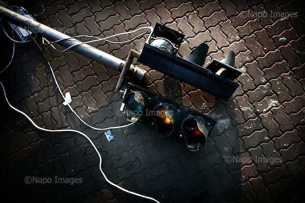 Warsaw 07.04.2008 Poland<br /> Broken traffic lights in the centre of Warsaw<br /> (Photo by Adam Lach / Napo Images for Newsweek Polska)<br /> <br /> Zniszczona sygnalizacja swietlna w centrum Warszawy<br /> (Fot Adam Lach / Napo Images dla Newsweek Polska)
