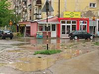 SERBIA - Mitrovica Città divisa in due dal fiume Ibar, a Nord abitata da Serbi e a sud da Kosovari albanesi Attualmente protetta da truppe internazionali della KFOR .
