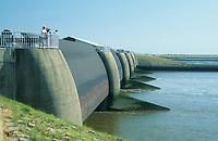 Eidersperrwerk, Eider-Sperrwerk befindet sich an der Mündung der Eider in die Nordsee bei Tönning in Schleswig-Holstein, Küstenschutz
