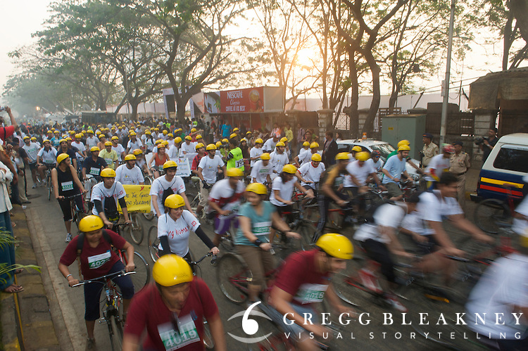 Participants stream out of the starting gate of the 2010 Mumbai Cyclothon festival ride - Bombay/Mumbai - India