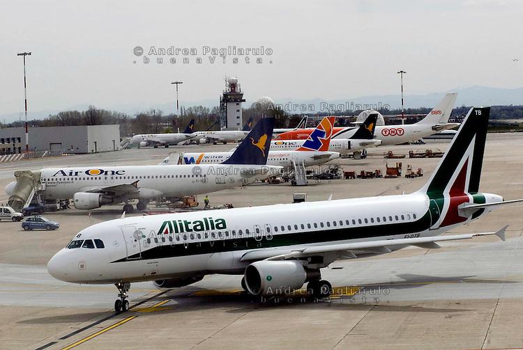 Italia, aereoporto di Milano Linate.<br /> Italy, Milano Linate airport.<br /> &copy; Andrea Pagliarulo