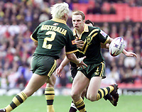 Picture by Shaun Flannery\SWpix.com - 25/11/00 - Rugby League World Cup Final 2000 - Australia v New Zealand, Old Trafford, Manchester, England - Australia's Darren Lockyer hands off to Mat Rogers.