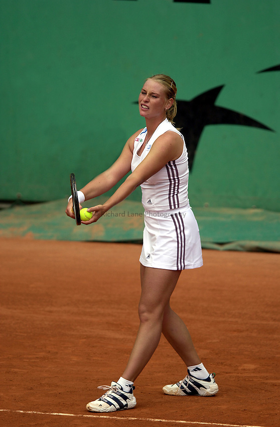 Photo. Richard Lane. .Roland Garros 2002, French Open Tennis. 27/5/2002.Barbara Schett of Austria.
