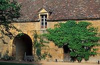 Europe/France/Rhône-Alpes/69/Rhône/Bagnols: Le château