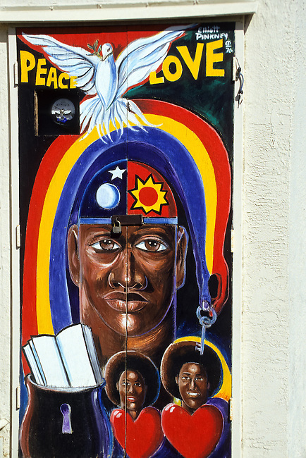 Outdoor wall Painting of a black smiling  couple in Los Angeles, California, USA