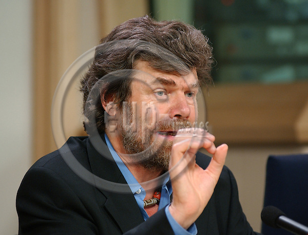 Brussels-Belgium - November 05, 2003---MEP Reinhold MESSNER, Italian Member of the European Parliament, The Greens/European Free Alliance and i.a. member of the Committee on Foreign Affairs, Human Rights, Common Security and Defence Policy; during a press briefing in the press room of the European Parliament in Brussels---Photo: Horst Wagner/eup-images