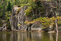 Rock cliffs on Blindfold Lake<br />