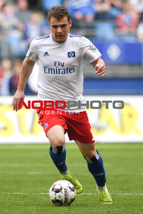 19.05.2019,  GER; 2. FBL, Hamburger SV vs MSV Duisburg ,DFL REGULATIONS PROHIBIT ANY USE OF PHOTOGRAPHS AS IMAGE SEQUENCES AND/OR QUASI-VIDEO, im Bild Einzelaktion Hochformat Valilije Janjicic (Hamburg #16) Foto © nordphoto / Witke