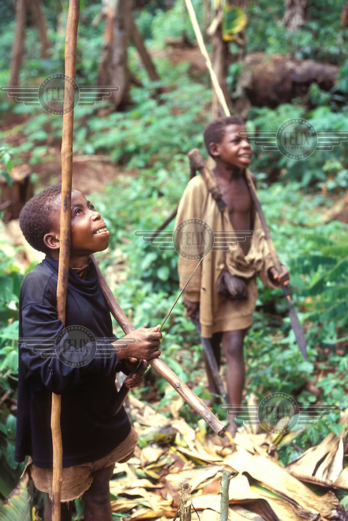 © Giacomo Pirozzi / Panos Pictures..CAMEROON..Mbuti (pygmy) children hunting in the forest.