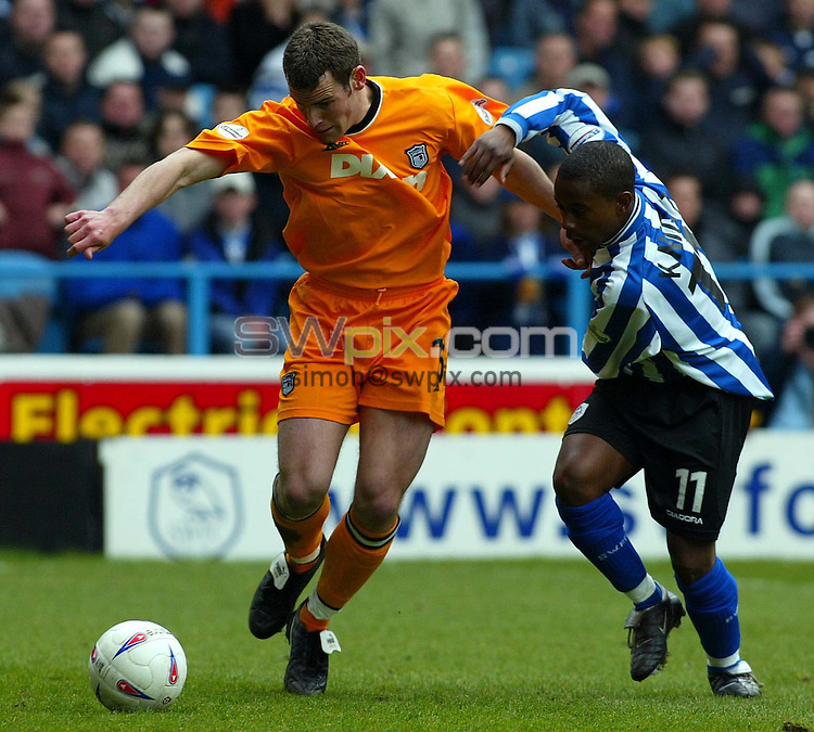 Pix, Shaun Flannery/SWpix. Nationwide League Division One..Sheffield Wednesday v Grimsby Town, 19/3/2003..COPYRIGHT PICTURE>>SIMON WILKINSON>>01943 - 436649>>..Wednesday's Leon Knight challenges Grimsaby's Tony Gallimore.