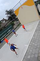 MUURKAATSEN: JIRNSUM: It Keatsplein op Sportpark De Bining, 09-07-2012, Muorrekeatsferiening De Wide Stege, 1e Iepen Frysk Kampioenskip Muorrekeatsen (Hearen Frije Formaasje), Kwalifikaasjeronde, Poule A, Team 2 (Oranje: Boy Sjonger (Grou) / Bauke Nicolai (Jirnsum)) - Team 3 (Blauw: Anno Wytsma (Jirnsum) / Paul IJsselmuiden (Jirnsum)), ©foto Martin de Jong