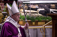 Pope Francis leads the Ash Wednesday mass opening Lent,davanti  The transparent coffin of St Padre Pio in St Peter's basilica,a the Vatican. on February 10, 2016