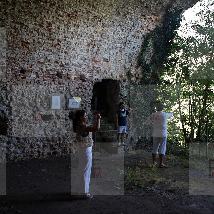I sotterranei del castello visconteo di Trezzo in corrispondenza del pilone di sostegno del ponte che univa le due sponde dell'Adda poi demolito nel 1416...Underground castle Trezzo, at the supporting column of the bridge connecting both riverbanks of the Adda, then demolished in 1416.