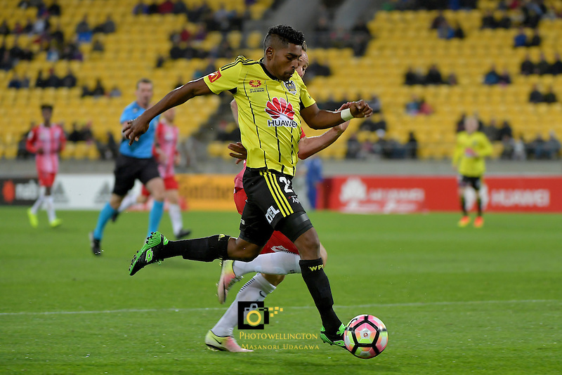 Wellington Phoenix&rsquo;  Roy Krishna in action during the A League - Wellington Phoenix v Melbourne City FC at Westpac Stadium, Wellington, New Zealand on Saturday 8 October 2016.<br /> Photo by Masanori Udagawa. <br /> www.photowellington.photoshelter.com.