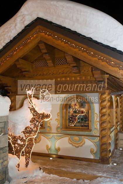 Europe/France/Rhone-Alpes/73/Savoie/Courchevel:  L' Hotel Les Airelles détail du chalet de la patinoire