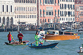 Venice, Italy, 8 February 2015. Venetian people in fancy dress stage a rowing boat race in the Grand Canal.  People wear traditional masks and costumes to celebrate the 2015 Carnival in Venice. carnivalpix/Alamy Live News