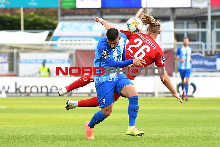 12.06.2020, Hänsch-Arena, Meppen, GER, 3.FBL, SV Meppen vs. Hallescher FC, <br /> <br /> im Bild<br /> Deniz Undav (SV Meppen, 9) und Sebastian Mai (Hallescher FC, 26) im Zweikampf, Duell, Laufduell.<br /> <br /> <br /> DFL REGULATIONS PROHIBIT ANY USE OF PHOTOGRAPHS AS IMAGE SEQUENCES AND/OR QUASI-VIDEO<br /> <br /> Foto © nordphoto / Paetzel