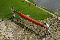 Firenze.Florence..Canoe sul Lungarno.