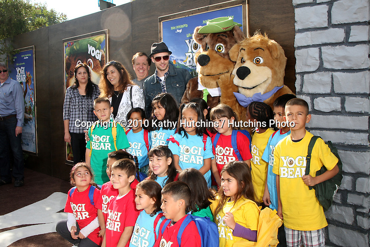 """LOS ANGELES - DEC 11:  Justin Timberlakem, with students who won contect for being most imrproved arrives at the """"Yogi Bear 3-D"""" Premiere at The Village Theater on December 11, 2010 in Westwood, CA."""