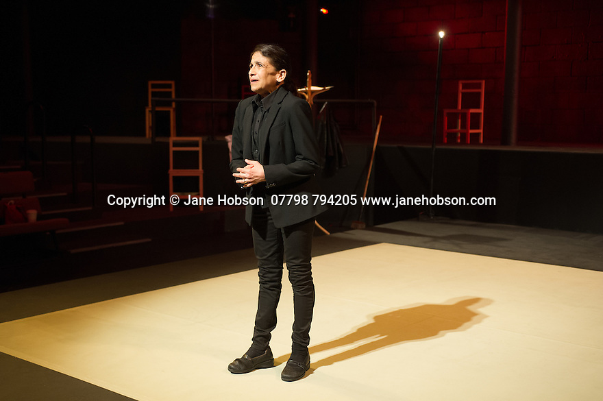London, UK. 20.06.2014. the Young Vic presents THE VALLEY OF ASTONISHMENT, wirtten and directed by Peter Book & Marie-Helene Estienne. Lighitng by Philippe Vialatte. With Kathryn Hunter (as Sammy Costas), Marcello Magni and Jared McNeill. Musicians are Raphael Chambouvet and Toshi Tsuchitori. Photograph © Jane Hobson.