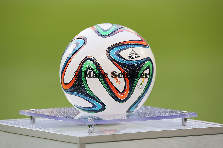 Adidas WM-Ball brazuca liegt bereit - Deutschland vs. Polen, WM-Vorbereitung Testspiel, Imtech Arena Hamburg
