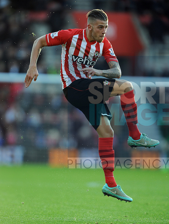 Toby Alderweireld of Southampton<br /> - Barclays Premier League - Southampton vs Manchester City - St Mary's Stadium - Southampton - England - 30th November 2014 - Pic Robin Parker/Sportimage
