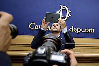 Roma, 29 settembre 2015<br /> Conferenza stampa di Matteo Salvini a Montecitorio<br /> Salvini fotografa con I Pad