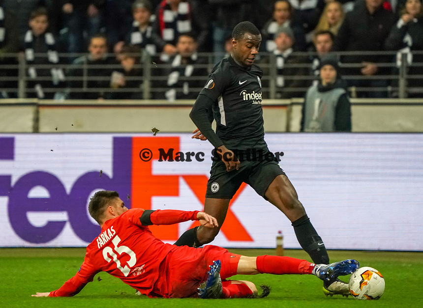 Evan N'Dicka (Eintracht Frankfurt) gegen Patrick Farkas (RB Salzburg, #25) - 20.02.2020: Eintracht Frankfurt vs. RB Salzburg, UEFA Europa League, Hinspiel Round of 32, Commerzbank Arena DISCLAIMER: DFL regulations prohibit any use of photographs as image sequences and/or quasi-video.