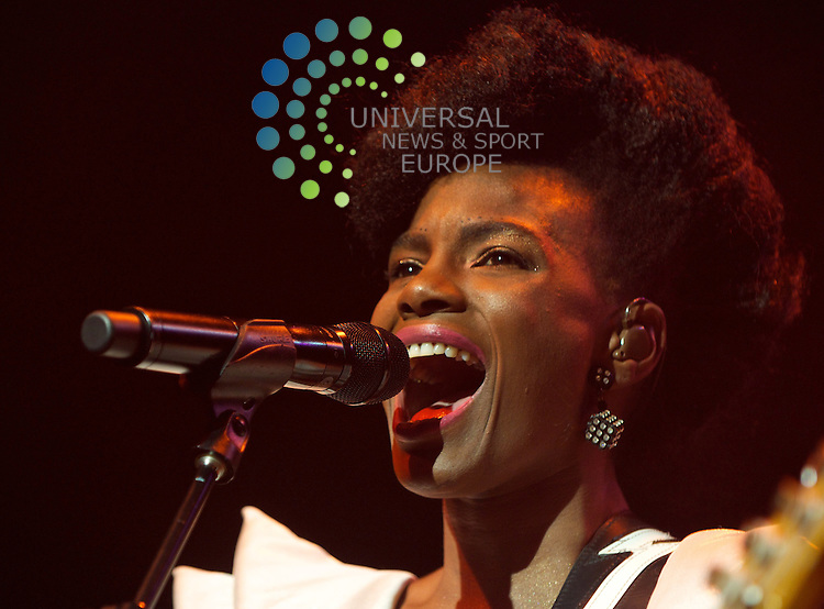 Noisettes at the Edinburgh HMV Picture house.All pictures must be credited to www.universalnewsandsport.com (Office) 0844 884 51 22