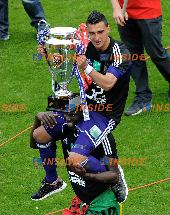 ANDERLECHT, BELGIUM - MAY 19: .Matias Suarez of RSC Anderlecht  celebrates winning the Jupiler League title 2012 - 2013 for the 32nd time in the history of the club on May 19, 2013 in Anderlecht, Belgium...(Photo by Philippe Crochet t/Photonews. .Anderlecht Campione del Belgio .Football Calcio 2012/2013.Jupiter League Belgio .Foto Insidefoto .ITALY ONLY