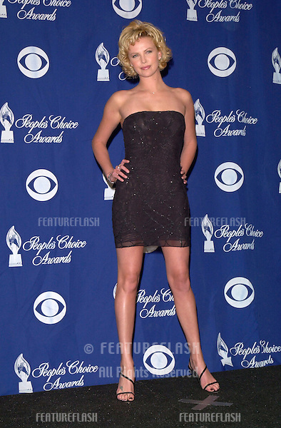 09JAN2000:   South African actress CHARLIZE THERON at the 26th Annual People's Choice Awards in Pasadena, CA..© Paul Smith / Featureflash