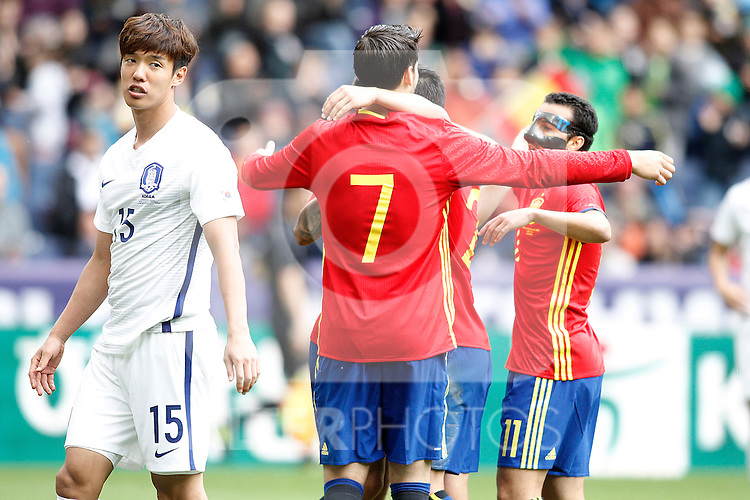 Spain's players celebrate goal in presence of South Korea's Jeongho Hong dejected during friendly match. June 1,2016.(ALTERPHOTOS/Acero)