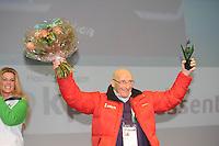 SCHAATSEN: THIALF: Heerenveen, 04-02-2012, KPN NK allround, KPN Clubhuis, Floor van Leeuwen ontvangt de Blijk van erkenning, ©foto: Martin de Jong